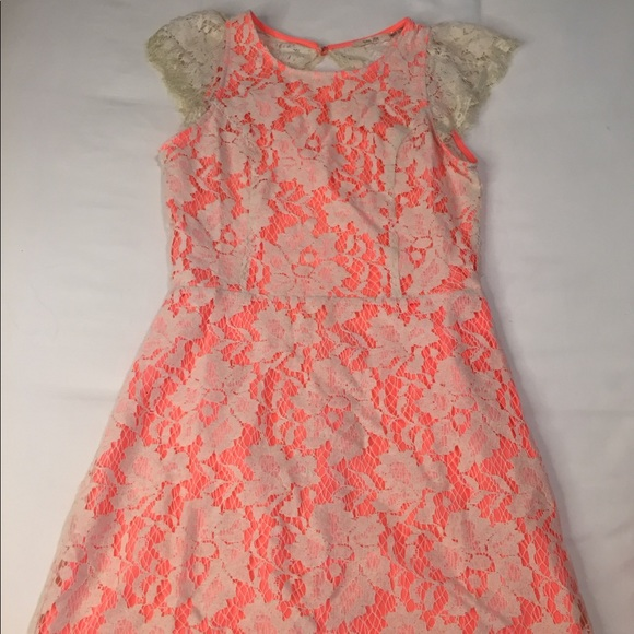 Dresses & Skirts - NWT Coral lace dress with open back